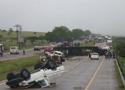 south africa car carrier wreck1